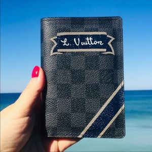 NIB Louis Vuitton Passport Holder Wallet Damier